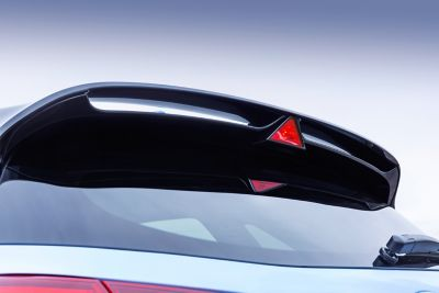 The rear spoiler with integrated triangular brake light of the new i30 N.